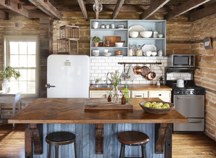 Designing a Farmhouse Kitchen: 5 Things You Need to Know– 2021 Guide